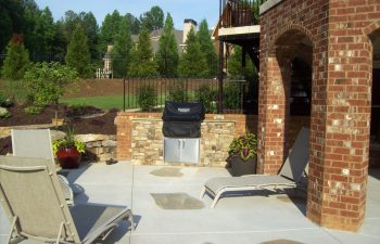 garden flagstone patio with an outdoor kitchen