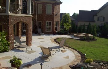 garden flagstone patio by Mobile Joe's Landscaping